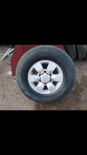 Toyota bakkie rim met tyre 255/70/15