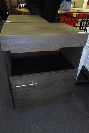 2x Wooden Pedestals