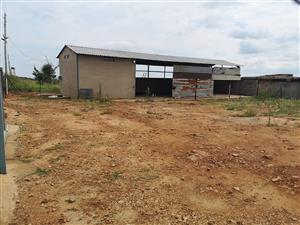 Industrial property for rent in Leeufontein: 800m² plot with 160m² building