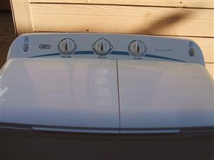 Defy Twin tub washing machine ( twin maid 800 )