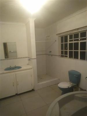 2 bedrooms flat to rent in Lower signal hill