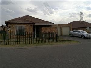 3 Bedroom Cluster in Kempton Park to rent- R9 000 neg