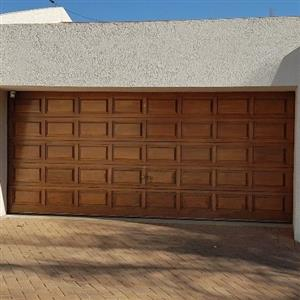 Double meranti 40 panels sectional garage door, hardly been used - Sandton