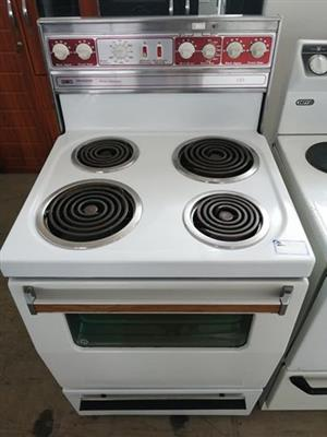OVEN WITH SPIRAL PLATES IN IMMACULATE CONDITION