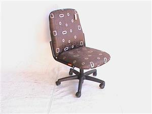M/B 2 Tone fabrick visitor chair