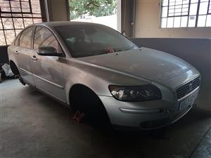 VOLVO S40T5 Auto 2006. Stripping for spares