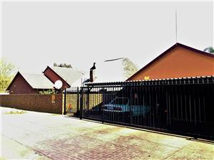 4A MONTAGU AVE - 4 BEDROOM HOUSE IN WIERDA PARK (RAPID RENTALS)