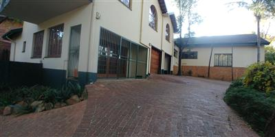 A room in a spacious secure commune in secure and quiet suburb in PTA East available immediately R2500.00pm excluding W&E