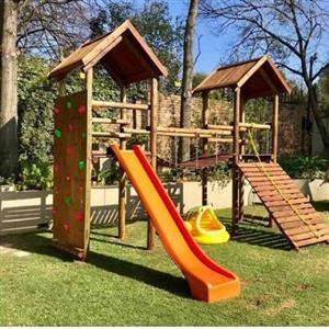 JUNGLE GYMS AND PLAY HOUSES FOR KIDS
