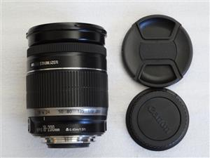 Canon EF-S 18-200 mm f 3.5-5.6 IS Lens Mint Condition