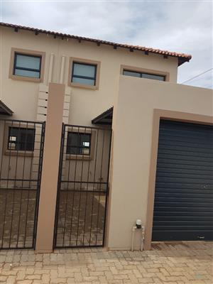 Duplex For Sale in Heatherview Estate