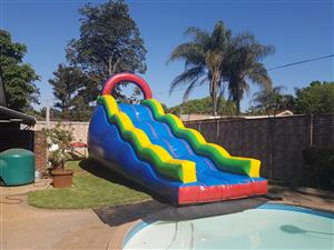 4m high wave slide directly into the pool.