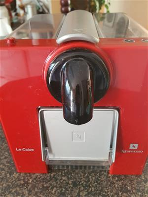 Nespresso Le Cube - red