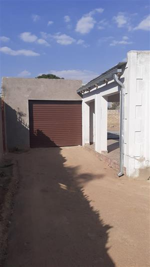 house for sale in Kwamhlaga lithuli village call or App Thabang