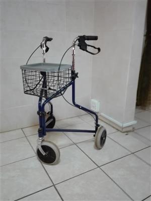 Walker with 3 wheels