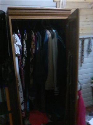 Wooden 1 door closet