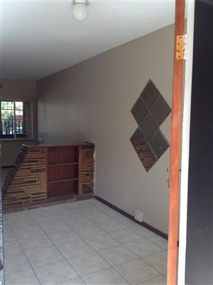 Roodepoort Central 2bedroomed flat to rent for R3200 ground floor