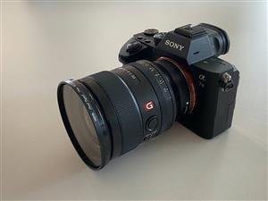 Sony A7iii 25mm 1.4 GM lens Godox v350 flash