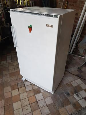 White 200 liter single door fridge with small freezer compartment inside in good condition and working 100% for sale - R1095 cash if you collect . Height 112cm , width 60cm , depth 50cm.  I CAN DELIVER for R200.  Whatsapp , sms or call Pierre on 0825784861.