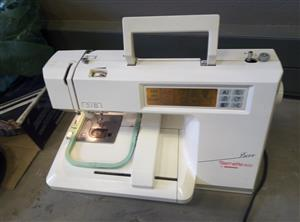 bernina deco 650 embroidery sewing recently serviced R4000 plus one hoop and 5 cards with designs machine is working 100% will test it for you and show you how it works