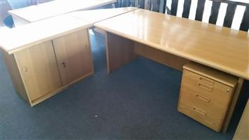 Oak veneer L-shape desk with credenza