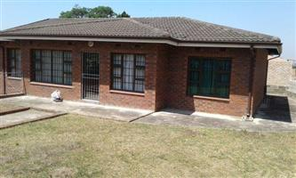 Spacious 3 b/r, 2 bath house with prepaid meters and ample pkg. Mosely, Queensburgh. 01 Nov