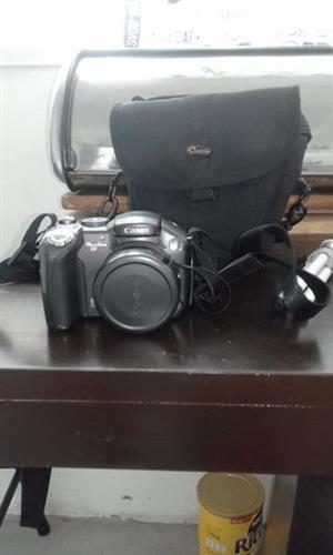 Canon digital camera with bag