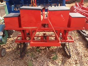Red SA Wonder 2 Row Maize Planter / Mielie Planter Pre-Owned Implement