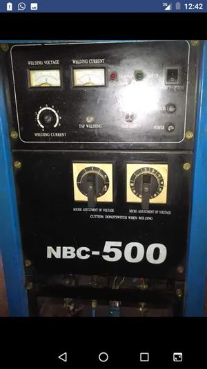 NBC 500 AMP CO2 WELDER WITH LOOSE FEEDER