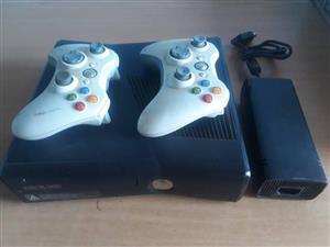 X box 360 2 remotes 1 game
