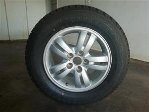 Hyundai Tucson 235/60/16 mag & tyre