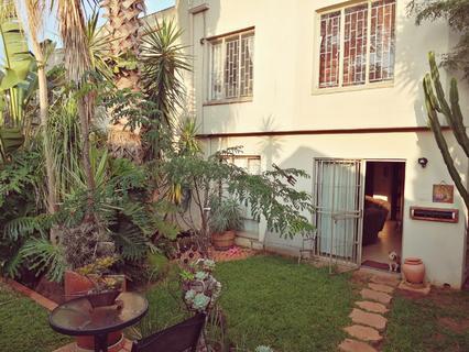 Three bedroom duplex for sale in Pierre Van Ryneveld