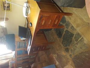 Desk: 6 draw desk