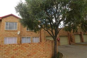 FOR SALE-BIG AND SPACIOUS 3 BEDR TOP STACK IN PRETORIA EAST-EQUESTRIA!!NEAT AS A PIN!!