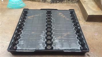 Plastic pallets for sale size 1.1x1.1m