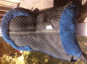 SADDLERY - Half pad sheepskin numnah, M, used, R500