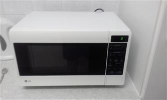 Selling LG microwave and deep fryer