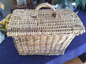 Large Wicker picnic basket with carry handle and bamboo strip closer