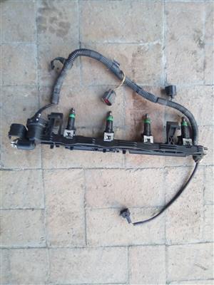 Ford Fiesta 1.4 2007 fuel rail and injectors