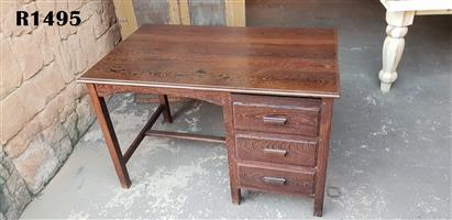 Partridge Wood Desk with 3 Drawers (1215x755x770)