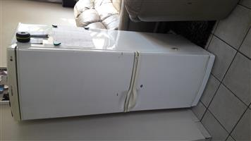 Lg fridge with bottom deep fridge