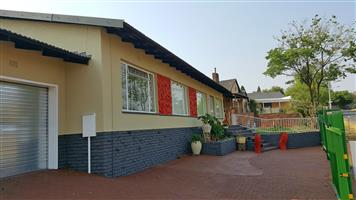 Kenmare 2-Let : R9 500 p/m * 3 x Bed * 2 x Bath * 1 lockup garage available from 1 Feb 2019