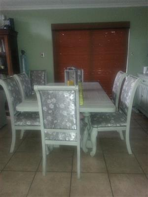 Beautiful distressed oak 6 seater dining room table & server