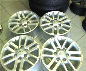 Toyota hilux/fortuner twinspoke set of mags.