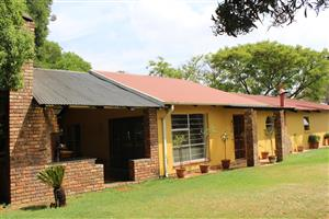 BENI AGR. HOLDINGS- 2 Ha CLOSE TO MAIN ROAD & TO TOWN-EXCELLENT HOME-LOG CABIN- STABLES-WORKSHOP