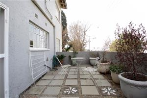 Lovely 4-bed house in Greymont