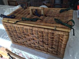 Large Wicker picnic basket with removable tartan liner