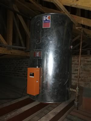 Kwikot Geyser 1200 L with heat pump very cheap on electricity