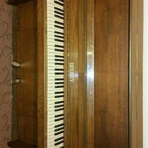 Bentley Piano in excellent condition