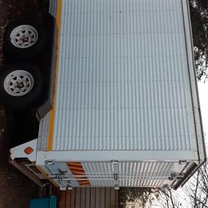 Double axle trailer closed